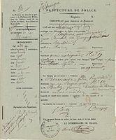 Certificat pour l'obtention d'un passeport, délivré par la Préfecture de police de Paris, le 12 juin 1835. Nous apprenons que George Sand mesure 1,58 mètre. L'écrivain signe le formulaire, A. Dudevant.