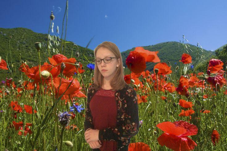 Hier heb ik mezelf in een bloemenweide gezet. Dat leek me een leuk idee, omdat ik een bloemenjasje aan heb.