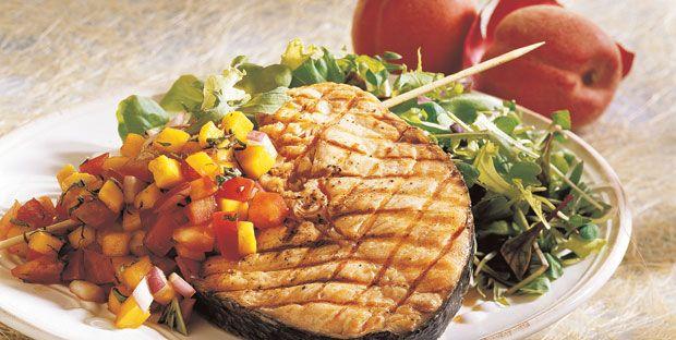 Darnes de saumon à la salsa de pêches