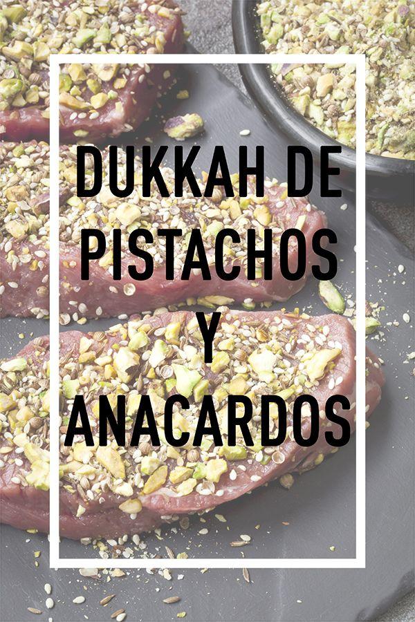 El dukkah es una mezcla de especias y frutos secos originaria de Egipto, un maravilloso condimento que se usa tradicionalmente para mojar pan untado en aceite de oliva. Pruébalo en pollo, pescados, cordero o verduras barnizando en aceite de oliva y, a continuación, rebozando en dukkah.