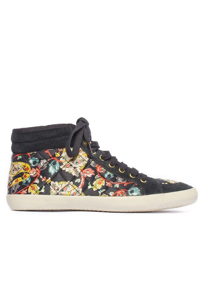Toma nota: este otoño vestirás flores. Hoy te proponemos que las apliques a tus sneakers con este modelo de Bimba y Lola.