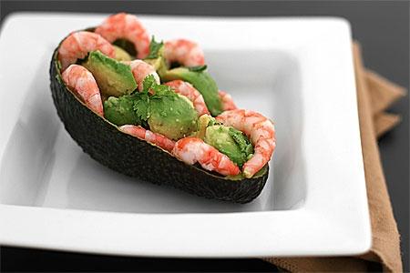 Midsommar food - Räkfyllda avocados