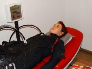 """""""Ich habe ein diagnostiziertes Lipödem mit geschwollenen Beinen und ständigem Druckschmerz. Auf einer Gesundheitsmesse habe ich die HYPOXI-Methode entdeckt und sofort ausprobiert. Die Entstauung stellte sich sehr schnell ein und es fühlt sich einfach nur gut an. Nach der Intensivphase von 3 Behandlungen je Woche, komme ich zur Erhaltung jetzt noch einmal wöchentlich ins HYPOXI-Studio. Für mein Wohlbefinden war es das Beste was mir passieren konnte. Ich werde HYPOXI auf jeden Fall…"""