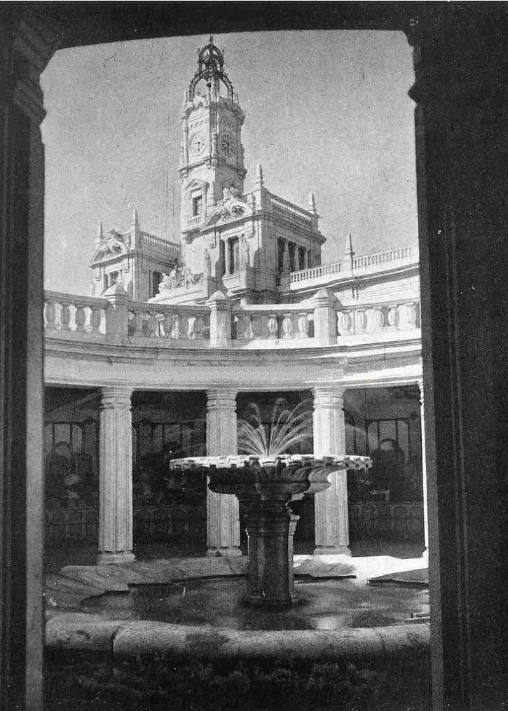 Plaza del Ayuntamiento. Fuente del antiguo mercado de flores subterraneo. Alrededor 1945