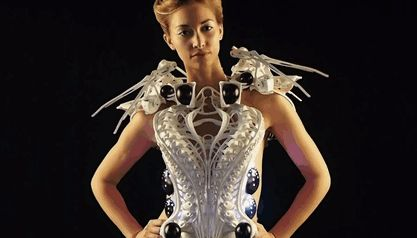 This 3D-Printed Spider Dress Uses Robotic Arms To Defend Your Personal Space