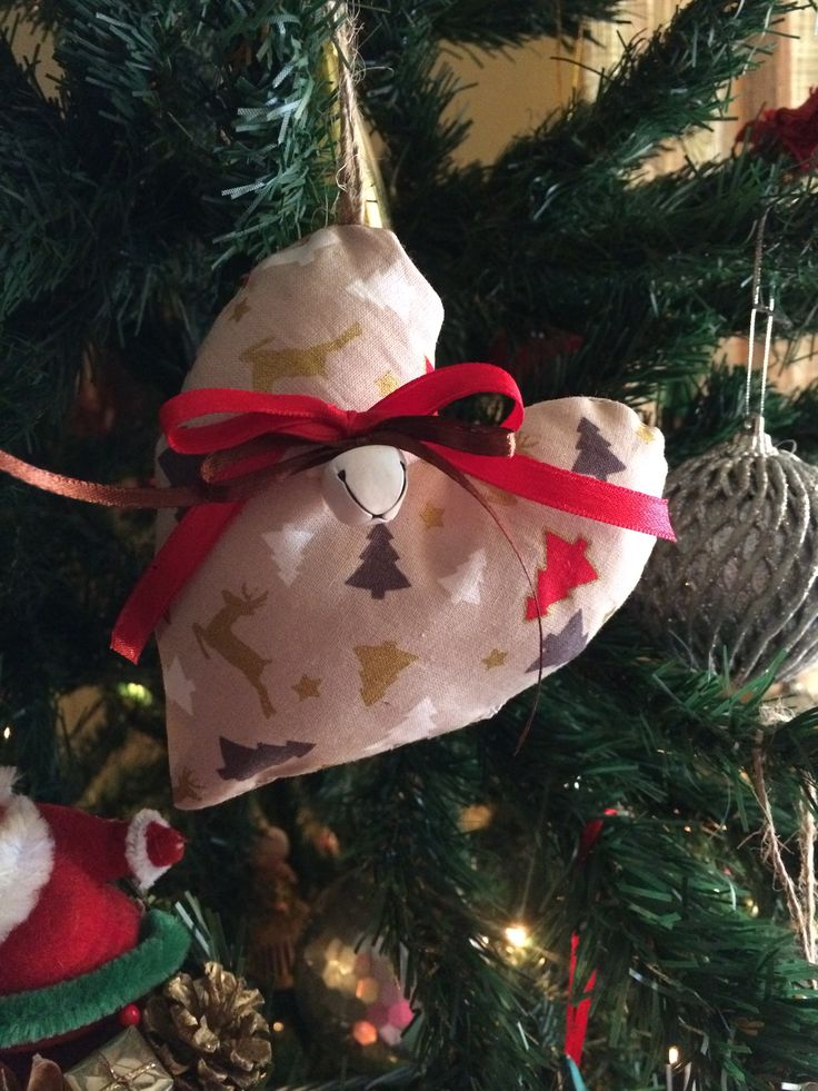 Fabric hearts charms #fabriccharms #handmadecharms #heartcharms #xmasdecor #christmasdecor #almanogr