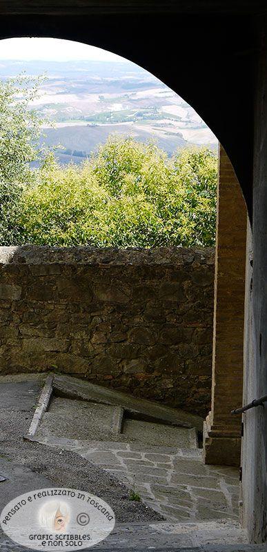...di Montalcino, della sua storia, del suo vino e della sua aria http://graficscribbles.blogspot.it/2015/08/montalcino-siena-firenze-medici-brunello-rocca.html #Montalcino   #Siena   #Firenze   #Brunello   #cantinetoscane   #borghi