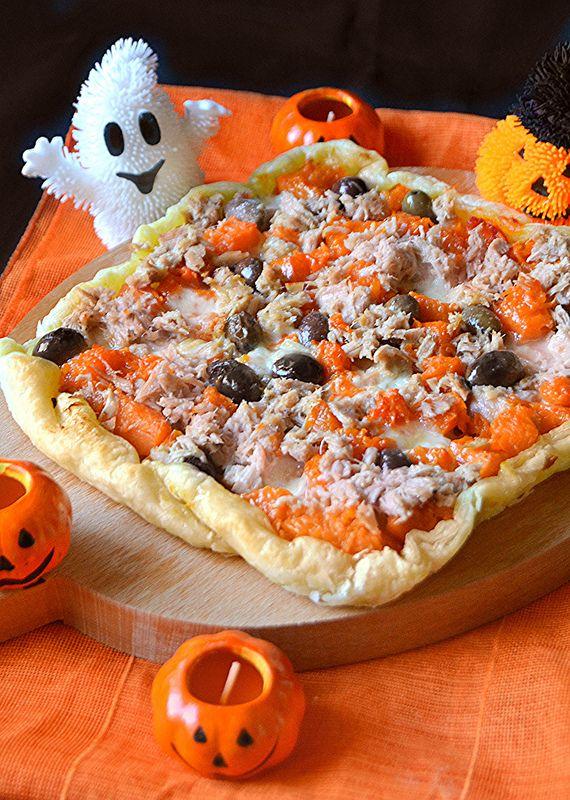 Dopo la  zebra cake per Halloween oggi vi propongo una ricetta salata sempre   in tema con questa festa del resto la zucca è la regina ...