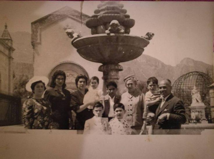 Fotografia sul piazzale del cimitero di Santa Maria di Gesù nel 1958 | gruppo fb Palermo di Una Volta