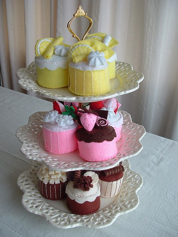 Lots of fabric cupcakes