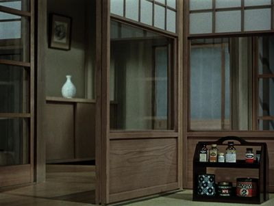 ozu-teapot: Ozu Interior #87 Equinox Flower - Yasujirô Ozu - 1958