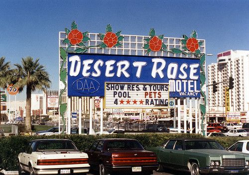 ❤ Snapshot: Desert Rose Motel, Las Vegas Strip, 1995. A row of motels that existed since the 1950s were torn down in 1990s as the new era of the strip emerged – Bellagio, MGM Grand, Monte Carlo, New York New York, Polo Towers.
