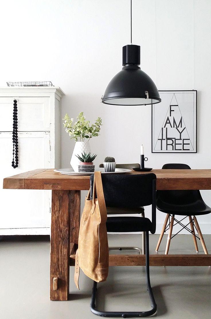Zwart gekleurde industriële hanglamp. Een van de originele industriële hanglampen met een vrij eenvoudig doch aantrekkelijk design!