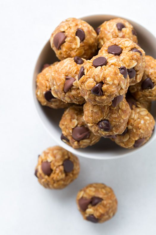 No-Bake Energy Bites: 1/2 cup creamy peanut butter 1/3 cup honey 1 tsp vanilla extract 1 cup old-fashioned oats (raw) 2/3 cup sweetened shredded coconut, toasted and cooled 1/2 cup ground golden flaxseed meal 6 Tbsp chocolate chips