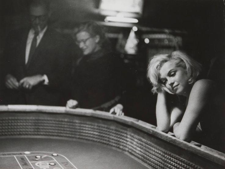 Nieuwe vleugel, nieuwe oude liefde. Nog 12 dagen en de Philipsvleugel gaat weer open met de fototentoonstelling Modern Times. Met daarin Eve Arnolds portret van Marilyn Monroe tijdens de opnamen voor The Misfits, in het jaar voor haar dood. Meer over deze bijzondere foto in de nieuwe blogpost van onze collega Hinde Haest.  Beeld: Portret van Marilyn Monroe aan de speeltafel, Eve Arnold, ca. 1960