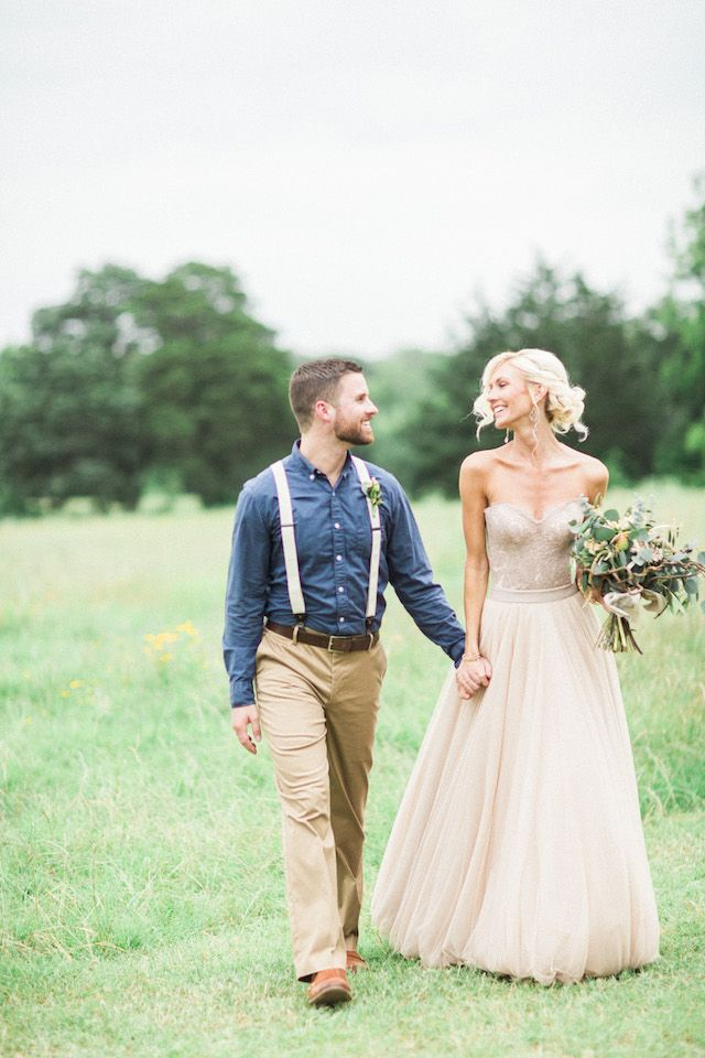 Texas Hill Country wedding | Sharon Nicole Photography | see more on: http://burnettsboards.com/2015/11/modernly-rustic-texas-hill-country-wedding/