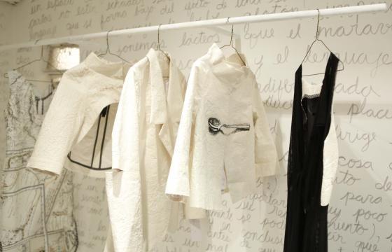 Tienda Olga Piedrahita  Moda Conceptual Procesos creativos que parten del arte, de las diferentes corrientes estéticas eso es lo que transmite todo el tiempo sus vitrinas
