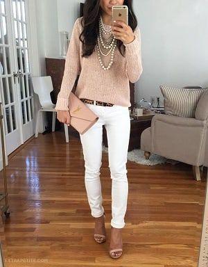 背が低い人のファッション・白パンツとセーターコーディネート