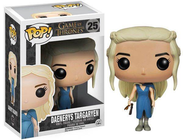 Cabezón Daenerys Targaryen traje azul 10 cm. Línea POP!. JUego de Tronos Espectacular cabezón de Daenerys Targaryen de 10 cm vista en la exitosa serie Juego de Tronos, fabricada en material de vinilo y por supuesto 100% oficial y licenciada. Es perfecta como regalo.