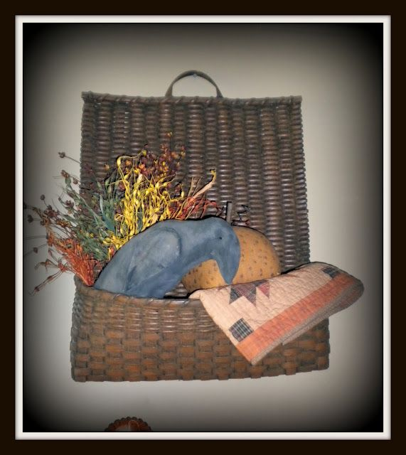 Spectacular A darling basket with a pocket to hold prim treasures