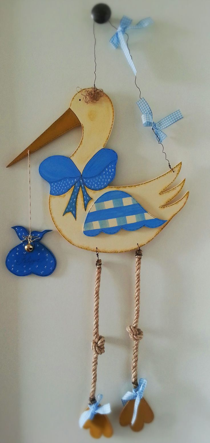 cicogna realizzata in legno, idea per nascita bambino al posto del classico fiocco nascita oppure per personalizzare la stanza del nascituro.