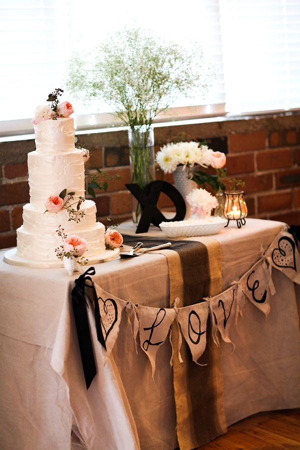 Beautiful Cake And Love The Simple Decorations Especially Garland Reminds Me Of Melodees Wedding Table