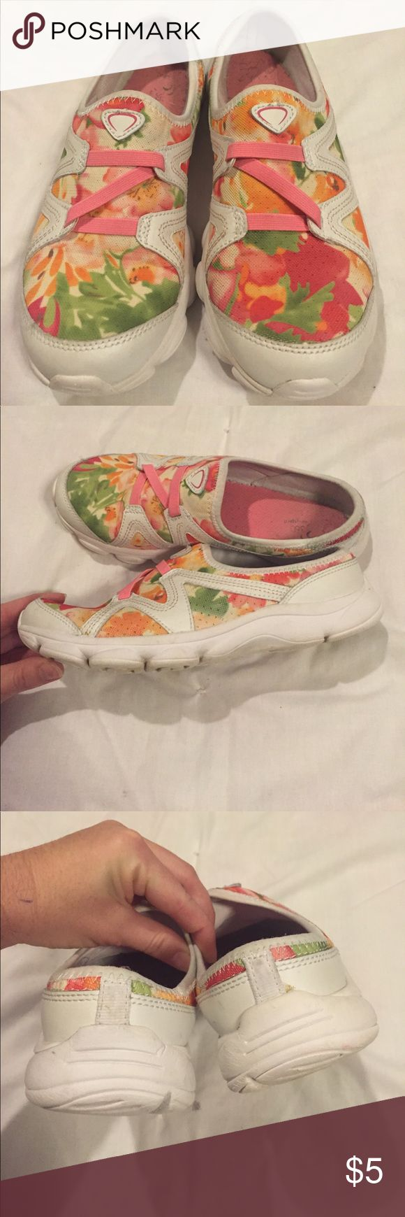 Easy spirit 360 slip on tennis shoe Good used condition, rubber sole Easy Spirit Shoes Mules & Clogs