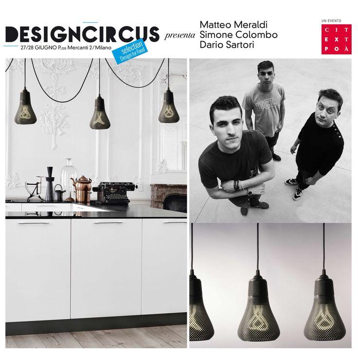 Con il brand di Fare3D Formaliz3d, i tre giovani designer presentano KAYAN, lampada a sospensione con lati leggeri e pendenti che seguono la forma dei bulbi Baby 001 e 002. Venite a scoprirli a Design for Food il 27 e il 28 giugno, in Palazzo Giureconsulti!