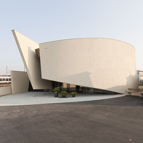 Overlapping walls of curving concrete encase this funeral chapel in Graz by Austrian architects Hofrichter-Ritter.