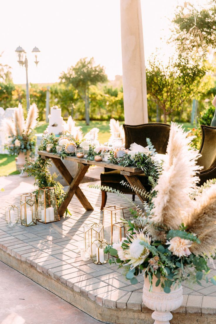 13 Whimsical Ways To Use Pampas Grass In Your Wedding Head Table