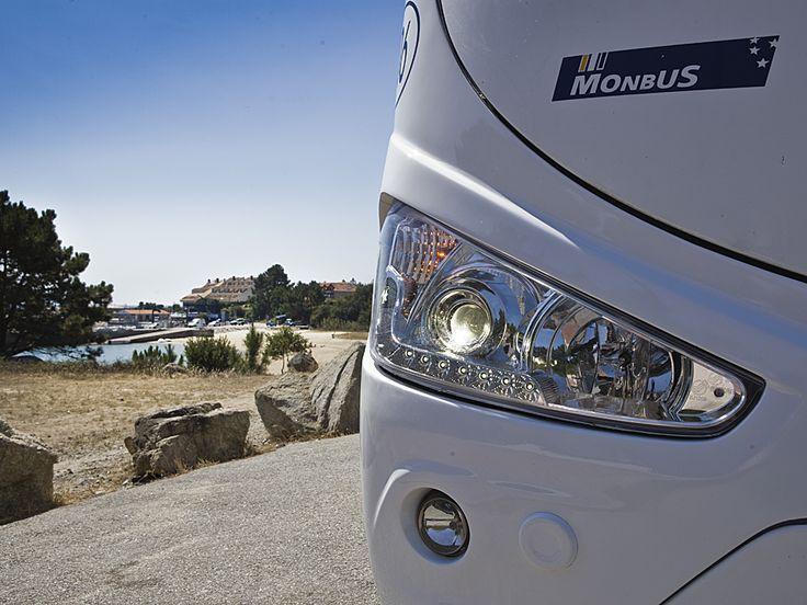 Autobuses dotados con las medidas de seguridad más actuales: Sistema Antibloqueo de Frenos (ABS), Sistema de tracción antideslizante (ASR), Control de Estabilidad (ESP), Freno hidráulico (Intarder), Control automático de velocidad (Tempomat), Cámara marcha atrás, Faros de iluminación Bixenon. Consulta el resto de características de nuestra flota en http://www.monbus.es/es/flota