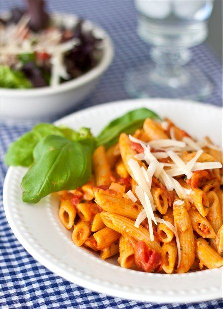 penne alla vodkaPenne Alla Vodka, Recipe, Food Yummy, Penne Vodka, Penneallavodka, Mail Sauces, Pasta, Vodka Sauces, Vodka Yummy