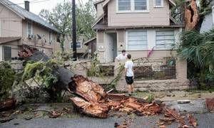 Βόρεια Καρολίνα: Χιλιάδες οι εγκλωβισμένοι στα σπίτια τους λόγω του τυφώνα Μάθιου   Σε κατάσταση έκτακτης ανάγκης κήρυξε την πολιτεία Βόρεια Καρολίνα ο Πρόεδρος Μπαράκ Ομπάμα μετά την καταστροφική διέλευση του τυφώνα Μάθιου  from ΤΕΛΕΥΤΑΙΑ ΝΕΑ - Leoforos.gr http://ift.tt/2e22z5x via IFTTT ΤΕΛΕΥΤΑΙΑ ΝΕΑ - Leoforos.gr IFTTT