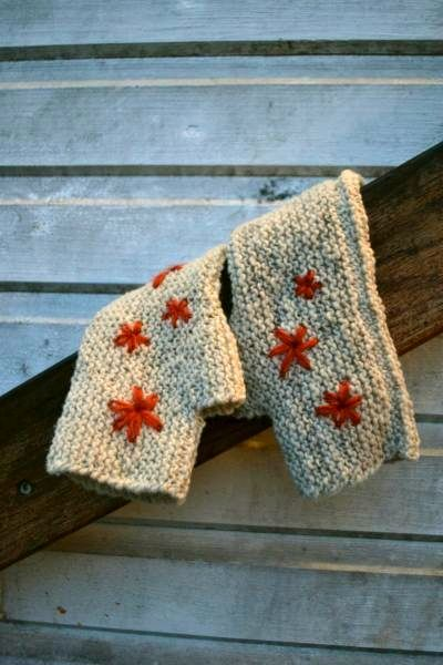 Simplicity mittens  by Anna Braw - beautiful and free pattern designed with #MoekeYarns