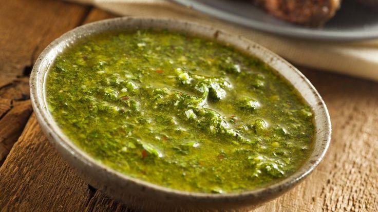Chimichurri, salsa verde argentina con prezzemolo aglio e peperoncino, ricetta