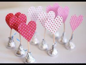 Aprende cómo hacer hermosos corazones de chocolates kisses de hersheys para regalar el dia de san valentin este 14 de febrero. Son muy fáciles de hacer y dar...
