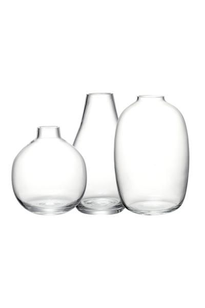 3 mini vases: Small vases in clear glass in various shapes and sizes. Height 9 cm, 9 cm and 7 cm. Diameter at the top approx. 3 cm.