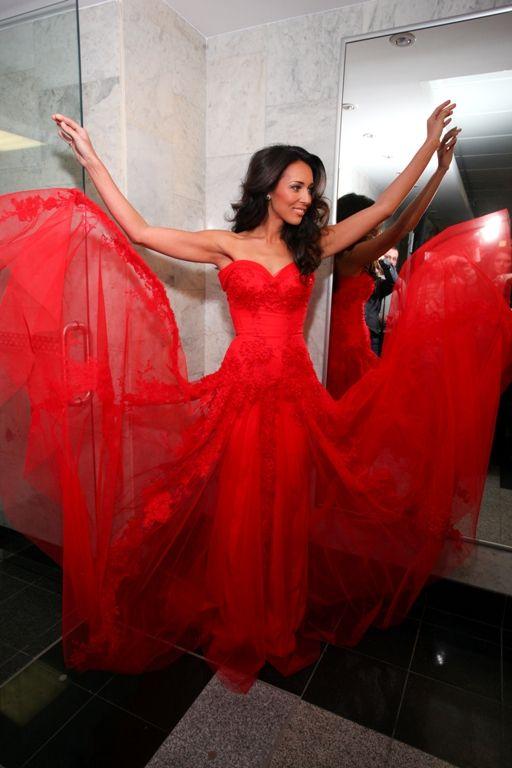 алсу красное платье
