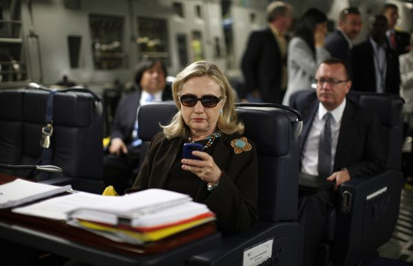 hillary clinton on plane | Hillary Clinton checks her PDA upon departure in a military C-17 plane ...