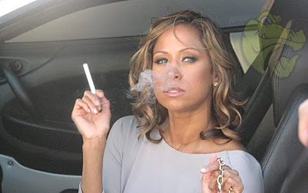 Stacy Dash – vaping in the car. #CelebrityVapers