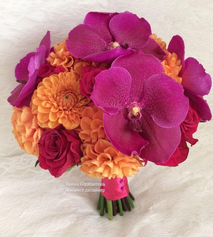 Осенний букет невесты из георгинов, роз и орхидей