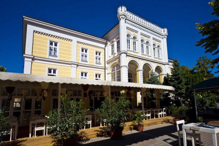 Astoria Panzió Balatonfüred (Dőry villa felújítva)