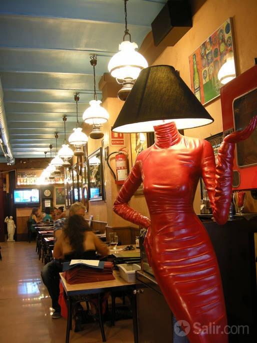 Restaurante El Viejo Pop. Tapas, hamburguesas. Via Laietana 57, 08003 Barcelona (Born). Hasta 50% descuento. http://barcelona.salir.com/el_viejo_pop