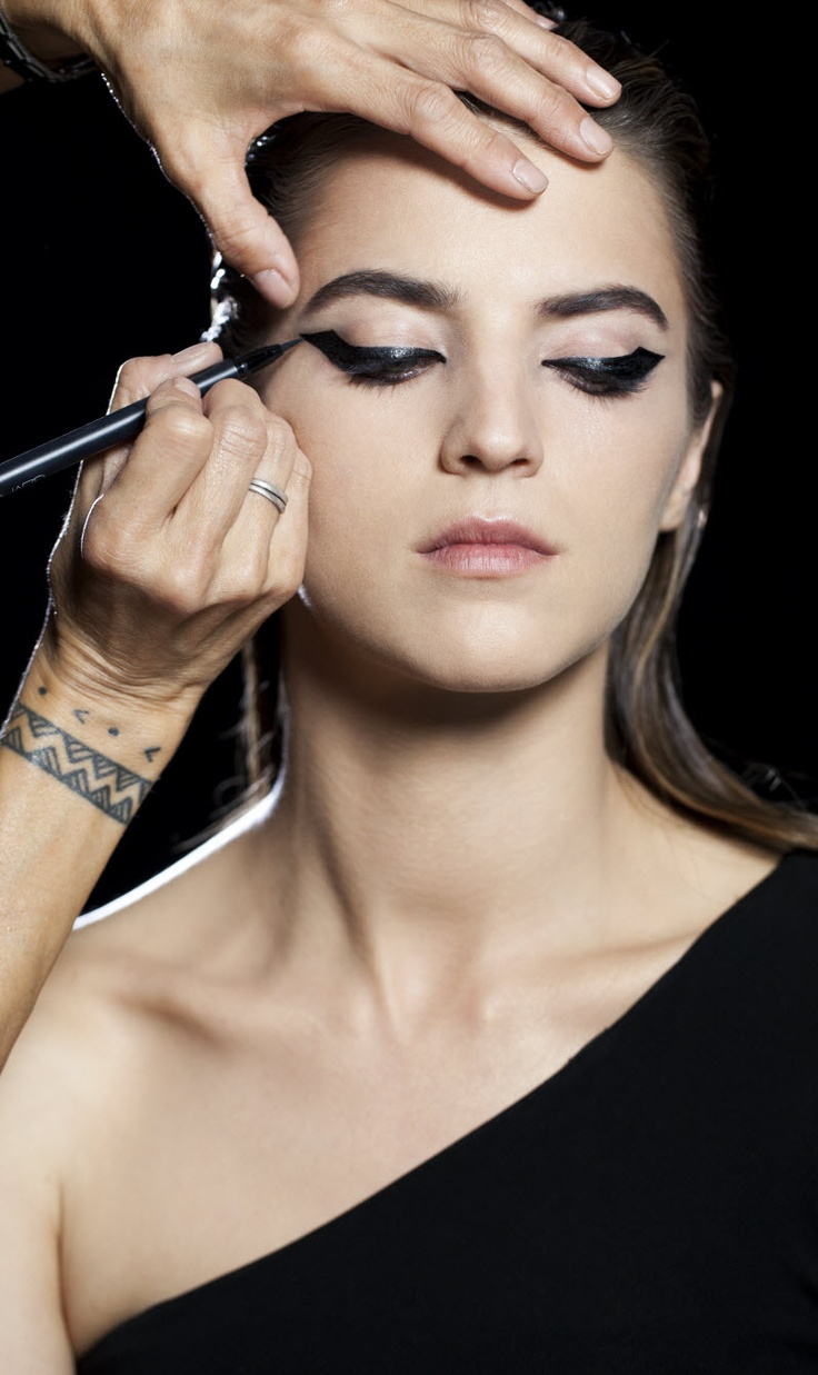 Step 2: Trace over the liner created on the upper lid with Eyeliner Stylo, extending in an upward curve towards the brow to create dramatic opacity and thicknessMakeup Inspiration