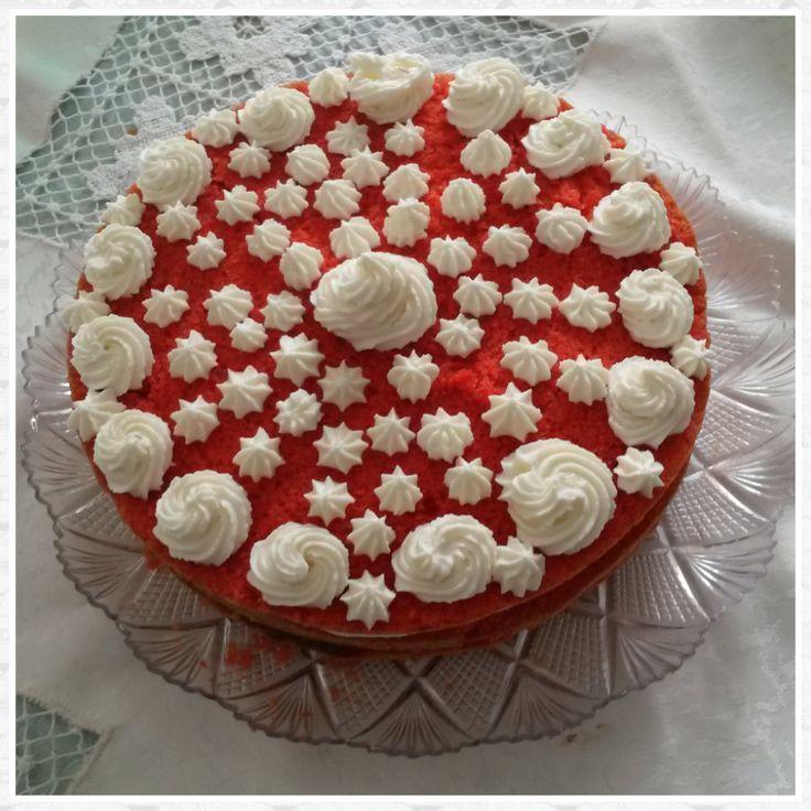 Torta rossa con camy cream e mousse nutella