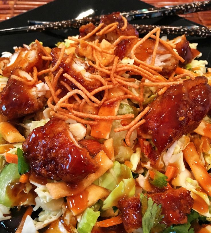 Looking for a quick easy lunch salad? This General Tso's Asian Salad is so delicious! It's made using Walmart's Marketside Asian Blend Salad mix and their service deli General Tso…