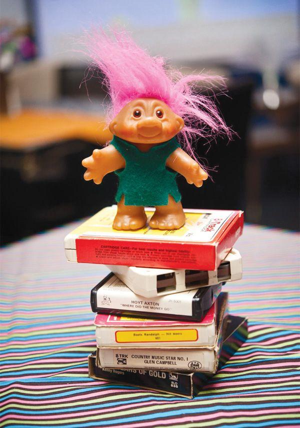 80s-theme-birthday-party-decor-troll