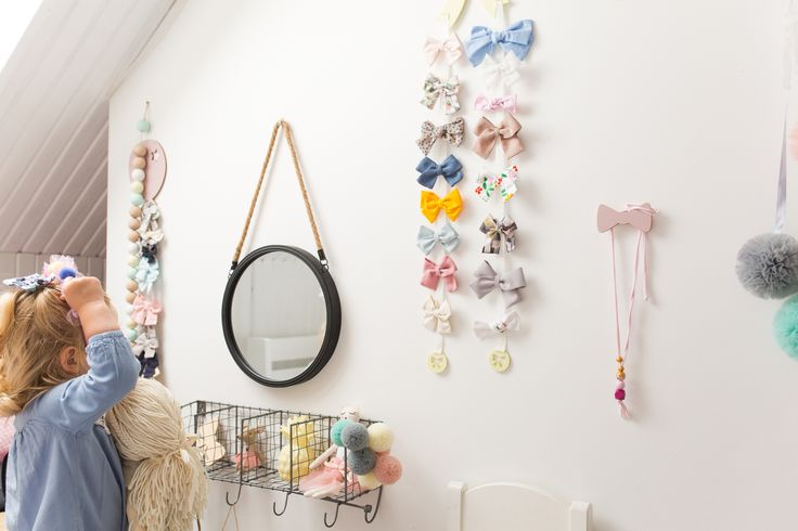 Girls bedroom. Click to shop. New products in the shop! Clip Holder for Hairaccessories! Such a cute way to display all your hairclips! The Hairbows Holder is available in various colors and patterns. Only girls. Babygirl. Fashion for girls. Mirror, mirror...