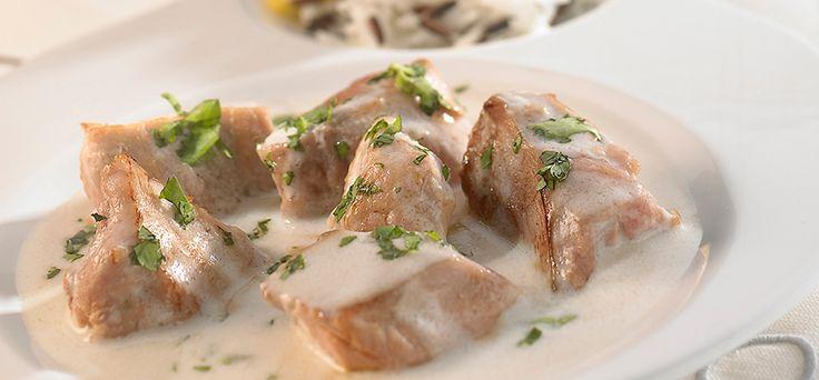 Bife de porco com molho cremoso.
