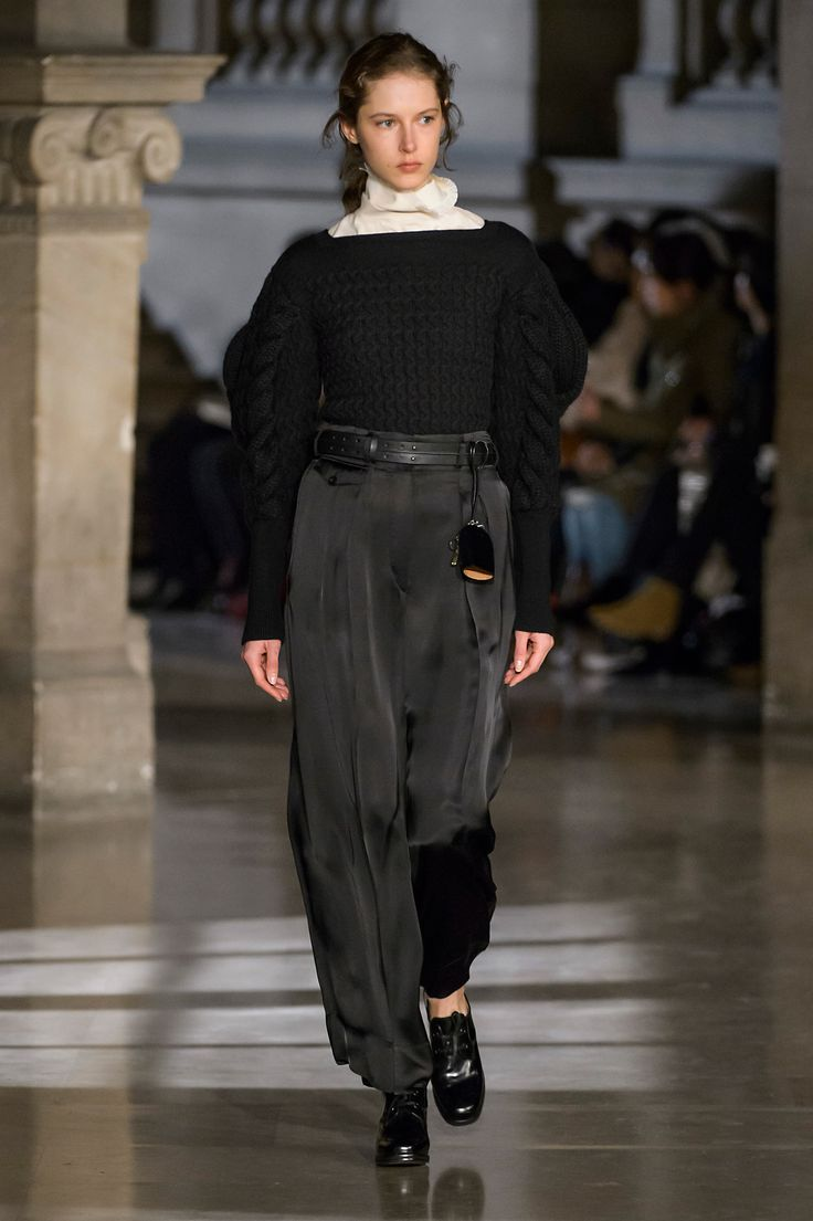 2. Large sleeve cable knit sweater in pure new wool, highneck tee-shirt in stretch silk wool, two-pleated pants in viscose satin, belt in leather, key bell in vegetal tanned leather, heeled oxford in leather